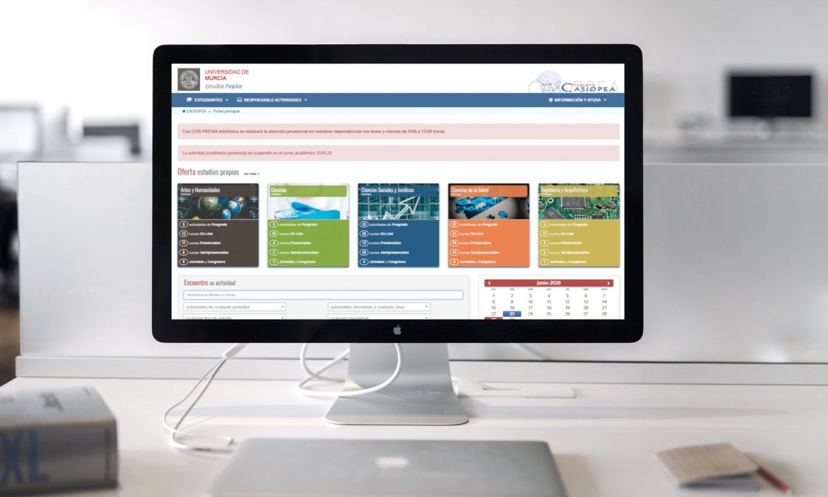Imagen portatil con la web de casiopea en la pantalla